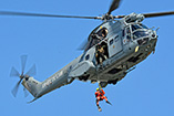 H�litreuillage avec un h�licopt�re SA330 Puma de l'Arm�e de l'Air