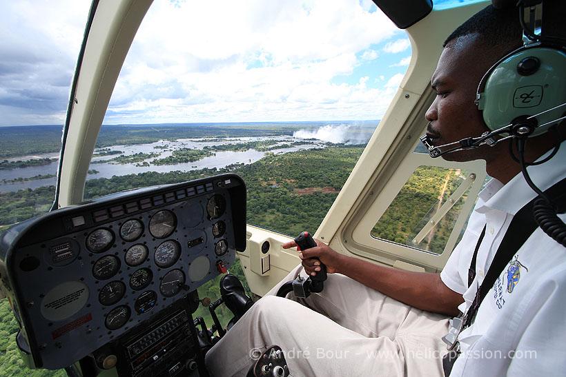 Helico passion vol au dessus des chutes victoria for Helicoptere interieur