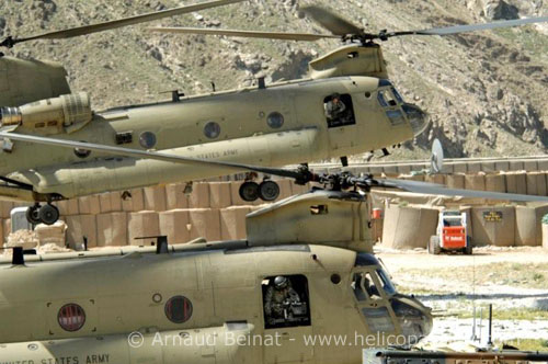 Hélicoptère CH47F Chinook de l'US Army en Afghanistan