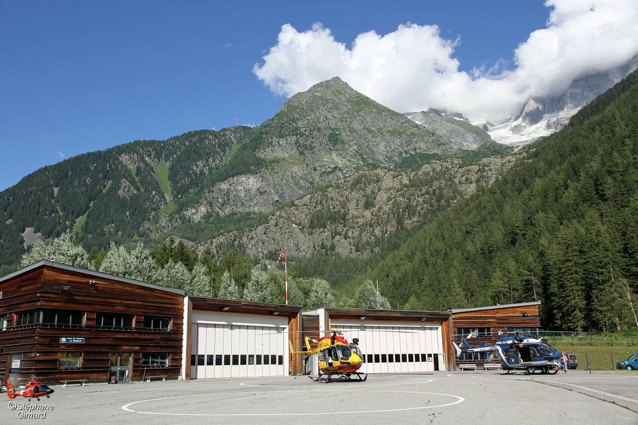 Helico passion sur la base du secours en montagne de chamonix - Helicoptere jaune et rouge ...