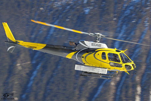 Hélicoptère AS350 Ecureuil F-HADE de MONT BLANC HELICOPTERES