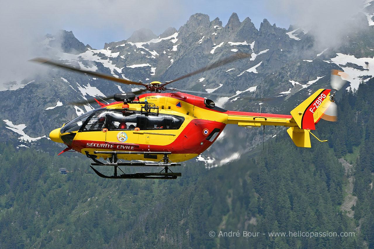 Hélicoptère EC145 de la Sécurité Civile à la DZ des Bois à